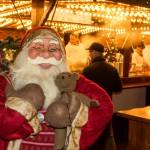 Nikoläuse besuchen Weihnachtsmarkt