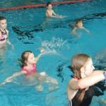 Wasserspiele im Hallenbad