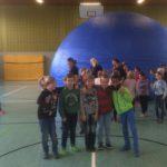 """Grundschüler machen """"Weltraumspaziergang""""</br>Kinder bestaunen Schulplanetarium"""