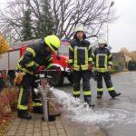 Hydrantenprüfung durch die Feuerwehr</br>Gefährliche Situation mit Autofahrern