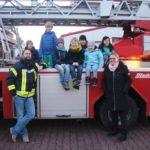 """""""Feuerdrachen"""" auf Entdeckungstour</br>Kinderfeuerwehr besichtigt Feuerwehrhaus"""