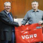 Vier Rauchverschlüsse für die Feuerwehren</br>VGH-Vertretung Michael Kraus unterstützt Brandbekämpfung