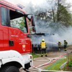 Feueralarm während der Maiklänge</br>Carport-Brand fordert 36 Einsatzkräfte