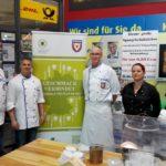 Ehrenamtlich Gutes tun</br>Köcheclub Schaumburg schält Spargel im E-Center Fabig