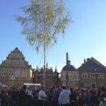 Maibaum schmückt Marktplatz</br>Tänze um den Maibaum