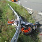 Motorradfahrerin verunglückt auf B 83