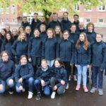 Sparkasse fördert Schaumburger Jugendchor</br>Neue blaue Jacken für Konzertchor