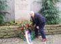 """Kranzniederlegung am Gedenkstein</br>""""Leben während des Hitler-Regimes zur Hölle geworden"""""""