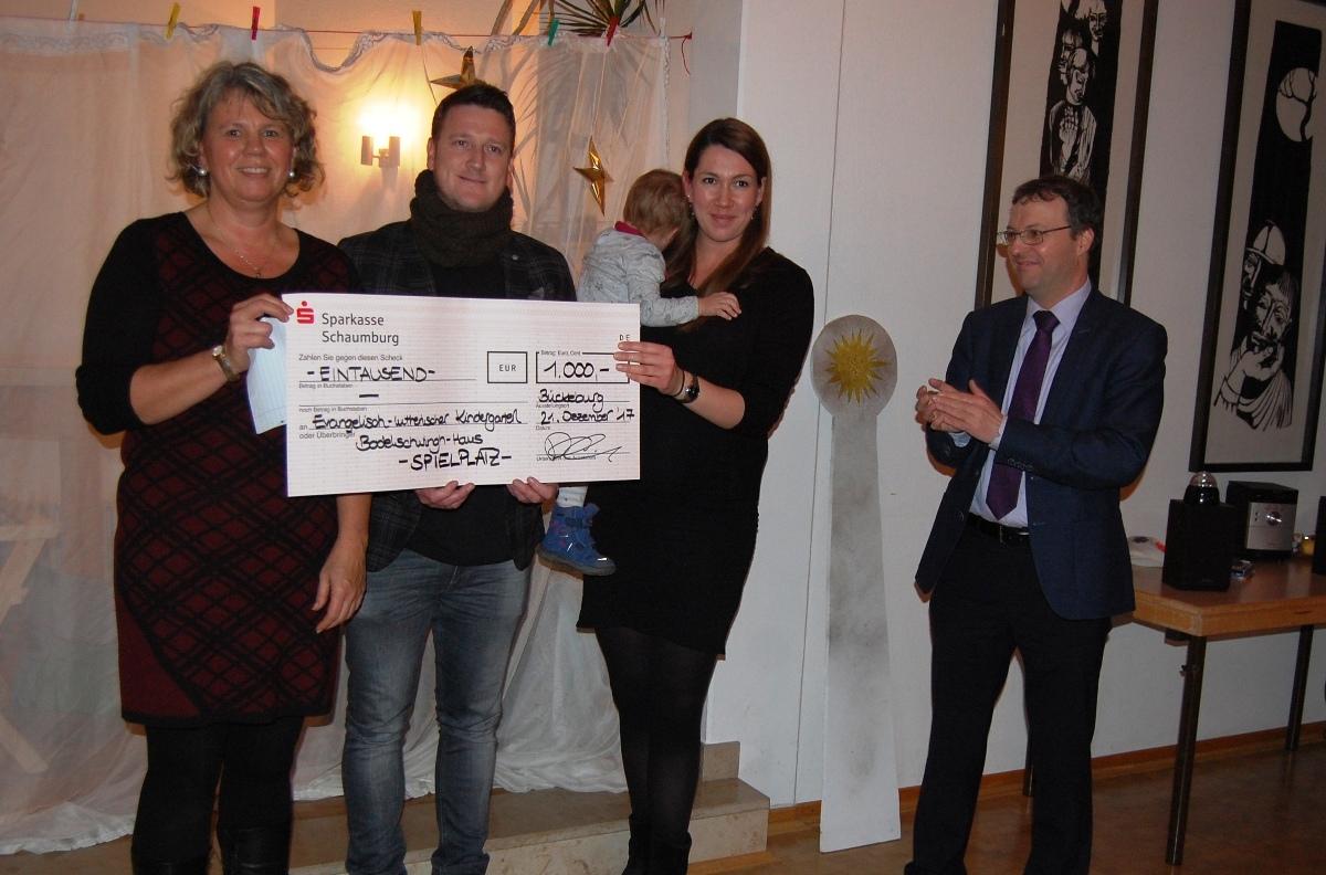 Haus Für 1000 Euro : 1000 euro spende f r kindergartenadventsfeier im ~ Lizthompson.info Haus und Dekorationen