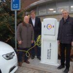 Ab sofort klimafreundlicher Strom</br>Stadtwerke eröffnen erste eigene Stromladesäule