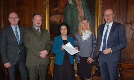 100.000 Euro für Mehrgenerationenpark</br>Ministerin Dr. Carola Reimann überbringt Zuwendungsbescheid