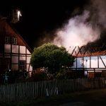Feuerwehr löscht brennende Scheune</br>Eine verletzte Person