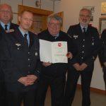 Feuerwehrehrenzeichen für Dietmar Fauth</br>Marcel Schramme jetzt Löschmeister