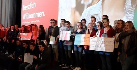 """4. Sparkassen-Schülerfilmwettbewerb</br>Ernestinum Rinteln gewinnt """"Goldene Elfriede"""""""