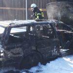 Technischer Defekt am Pkw führt zum Brand