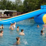 Sommer-Pool-Party im Bergbad