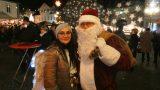 """Weihnachtliche Stimmung auf dem Marktplatz</br>Bürgermeister eröffnet """"Bückeburg glüht auf"""""""