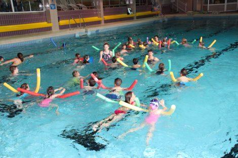 Alle Kinder lernen schwimmen</br>Zusätzliche Schwimmkurse im Mai im Hallenbad