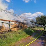 Strohlager brennt in voller Ausdehnung</br>Großeinsatz für die Feuerwehr