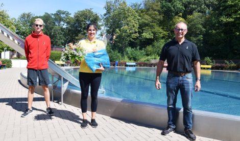 Glückwünsche, Blumen und Präsent für Filiz Akyol</br>Echtheitszähler der Besucher auf der Homepage