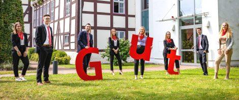 Start in das Berufsleben</br>Acht junge Auszubildende bei der Sparkasse Schaumburg