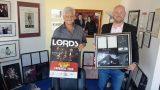 Treffen mit Dieter Wiesner</br>DRK Ortsverein erhält einmaliges Objekt von Michael Jackson