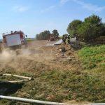 Feuerwehr löscht Flächenbrand