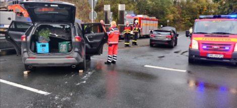 Sechs leicht verletzte Personen</br>Verkehrsunfall auf der B83 Abfahrt Hasengarten