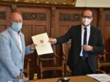 Kultusminister übergibt Förderbescheid</br>Land unterstützt Umbau Grundschule mit 455.000 Euro