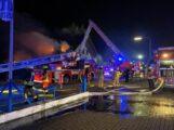Pkw-Brand greift auf Wohnhaus über