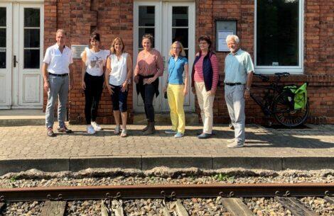 Kritik am Landkreis </br>Katja Keul (MdB) informiert sich über Bahnstrecke